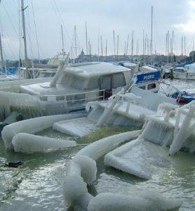 Bientôt quelques places au port de Genève ...